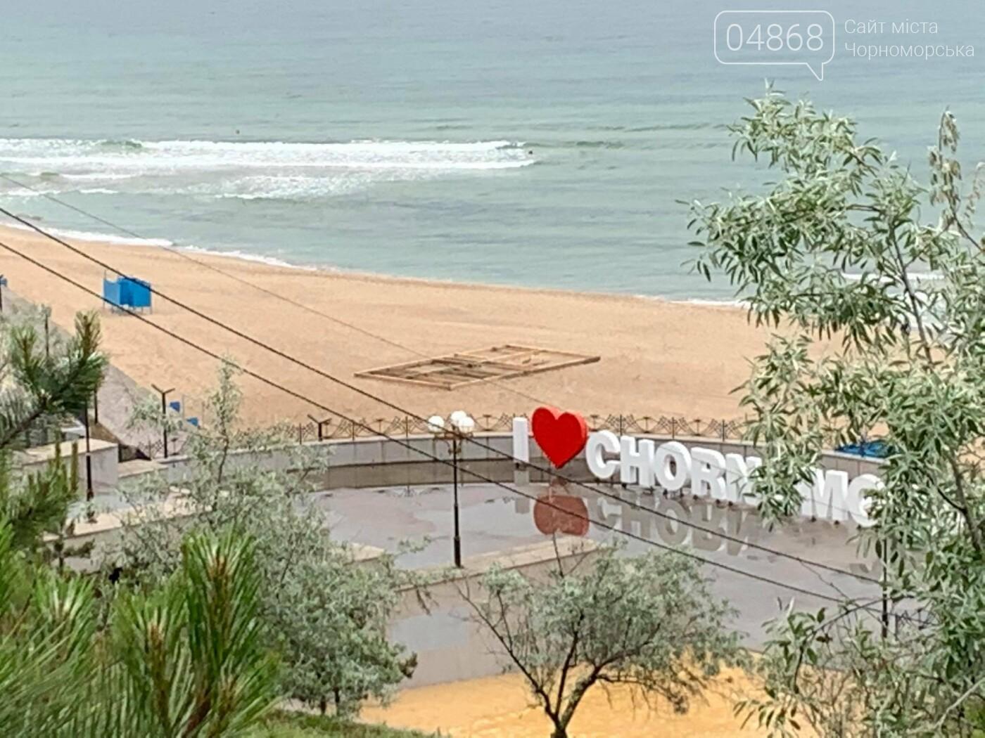 Непонятное сооружение на пляже Черноморска, фото-2