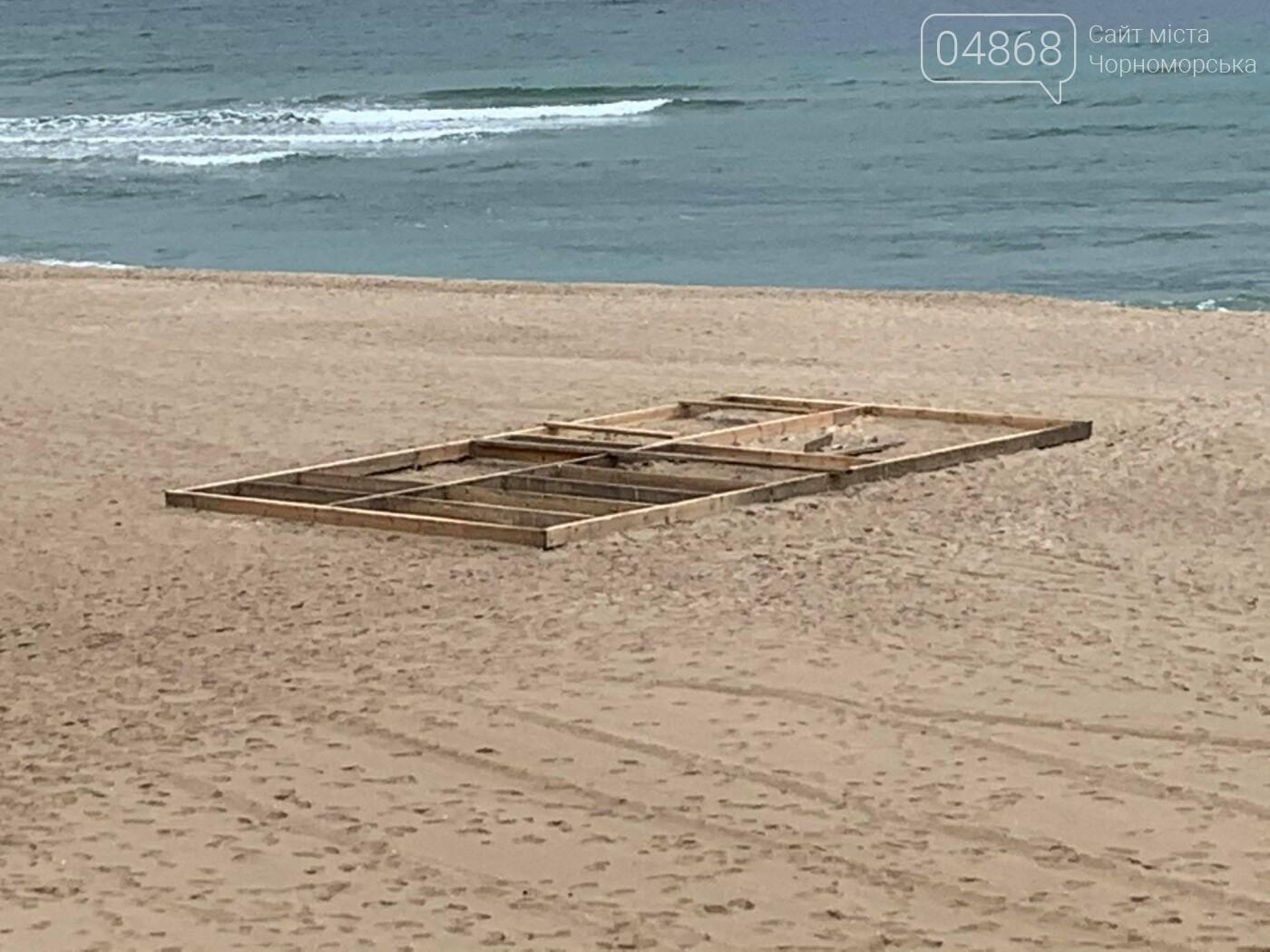 Непонятное сооружение на пляже Черноморска, фото-1