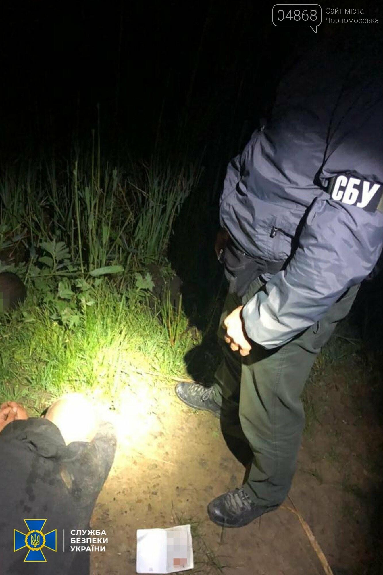СБУ разоблачила преступную группу: переправляли мигрантов, оружие, товары, фото-2