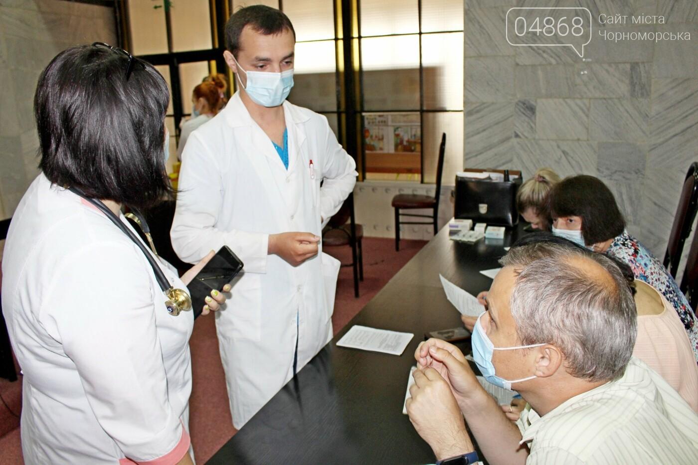 В порту Черноморска провели первый этап вакцинации от Covid-19 работников, фото-1