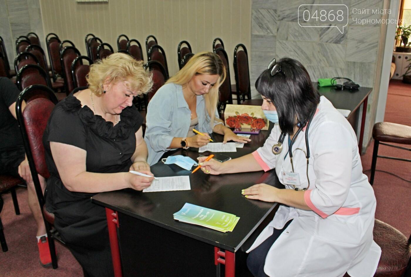 В порту Черноморска провели первый этап вакцинации от Covid-19 работников, фото-3