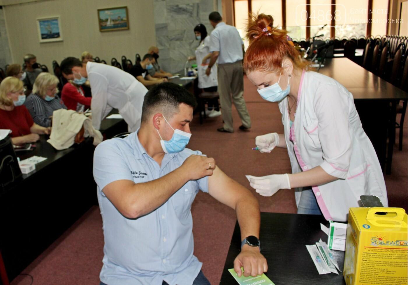В порту Черноморска провели первый этап вакцинации от Covid-19 работников, фото-4