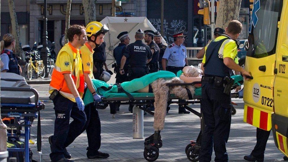 Террористическая атака на Барселону: десятки убитых и раненых, фото-2