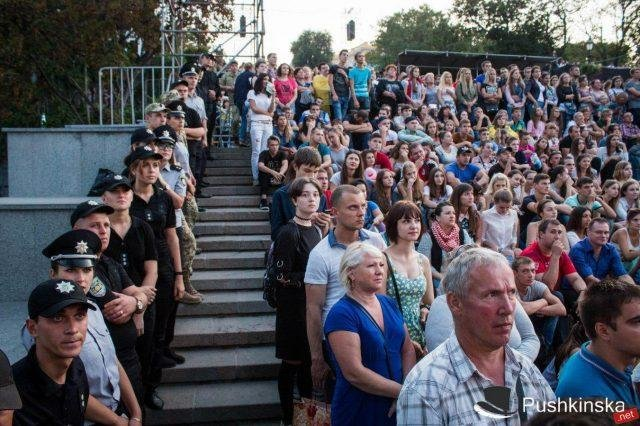 Гала-концерт на Потёмкинской: тысячи зрителей, отличная организация и «душевная» атмосфера. Фото, видео, фото-1