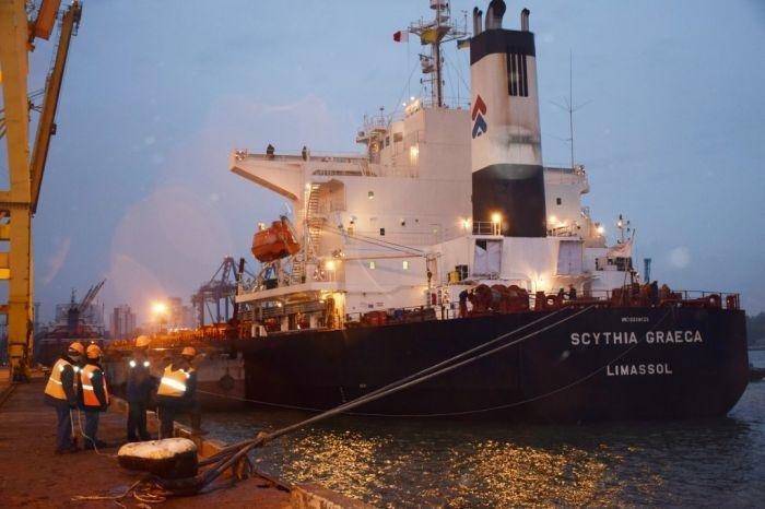 Порт Черноморск принял первое в 2017 году судно с углем из ЮАР, фото-1