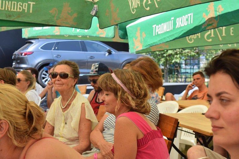 «С широко закрытыми глазами»: на сцене Jazz&Blues Cafe в Черноморске Алексей Коган открывал миры прекрасной музыки, фото-1