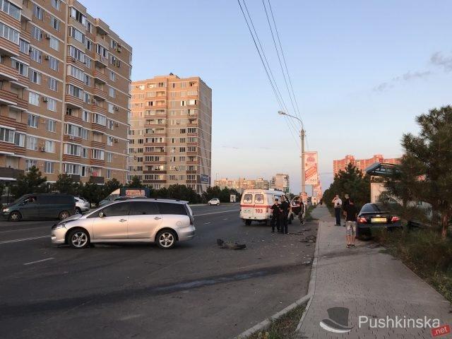 На «пятиминутке» в Черноморске очередное ДТП: «Toyota» врезалась в остановку, фото-4