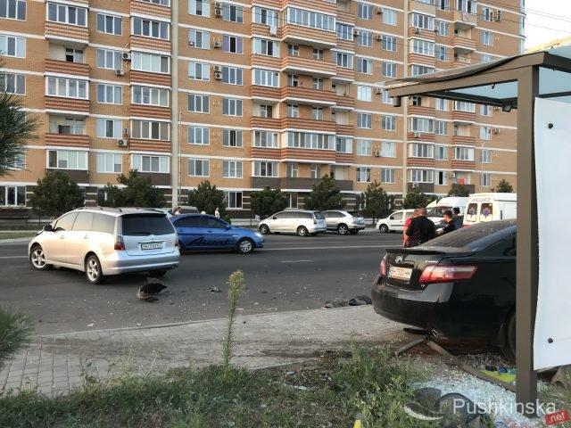 На «пятиминутке» в Черноморске очередное ДТП: «Toyota» врезалась в остановку, фото-8