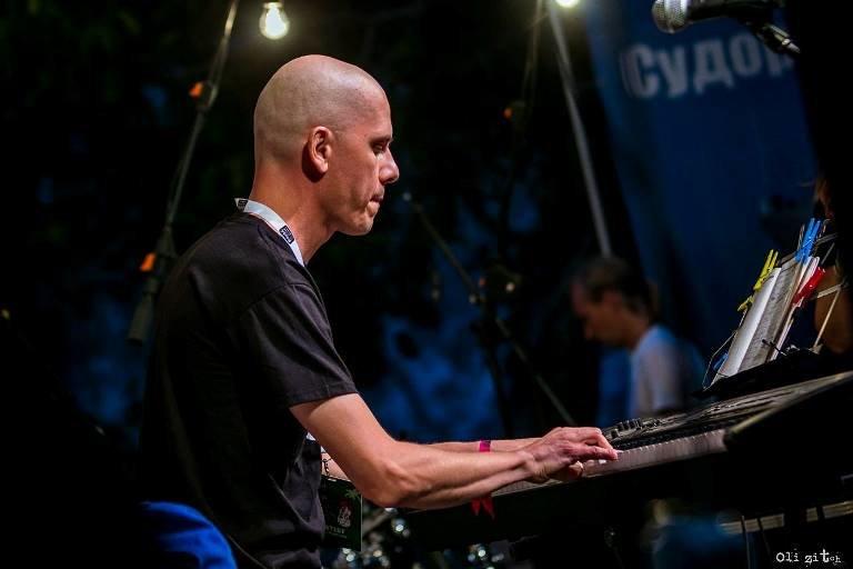 Гитара, пыльный ветер, фламенко и блюз: Jazz & Blues Café на «Коктебель джазе» в Черноморске, фото-6