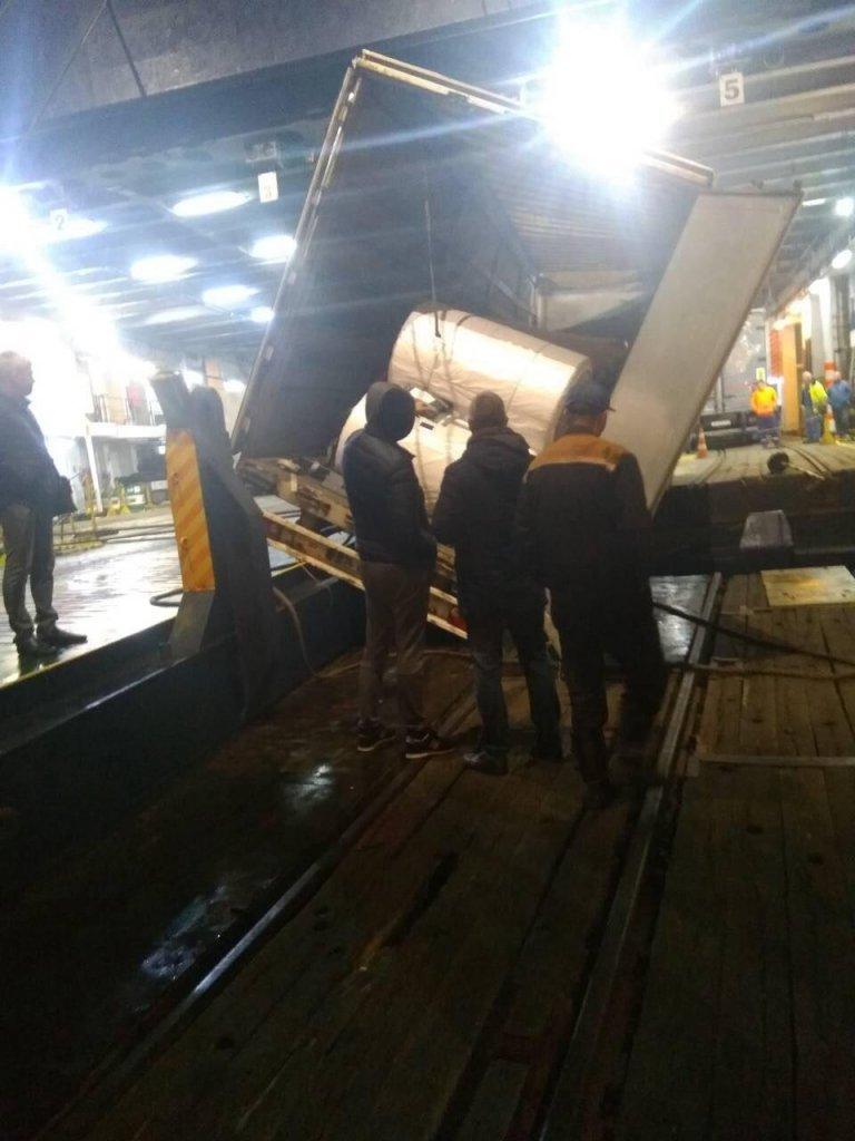 ДТП в Черноморском порту: груженная фура съехала с аппарели , фото-2