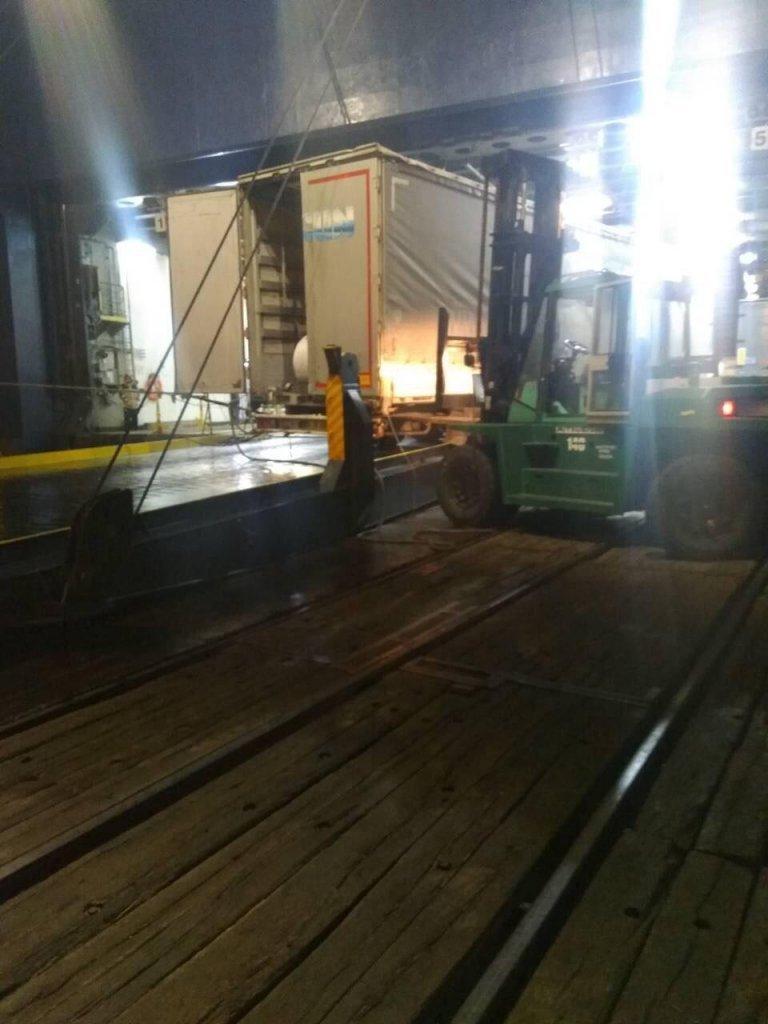 ДТП в Черноморском порту: груженная фура съехала с аппарели , фото-3