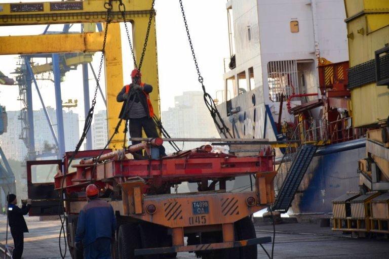 В МТП «Черноморск» разгрузили 2 судна с современным буровым оборудованием, фото-1