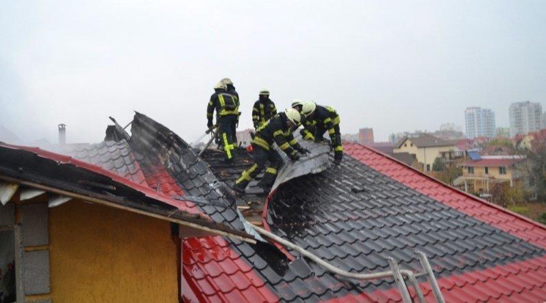 В Черноморске горел жилой дом, фото-1