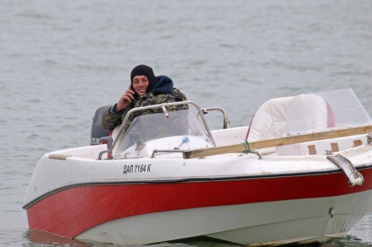 «Сигаретную» баржу в районе Рыбного порта Черноморска не могут снять с мели  , фото-4