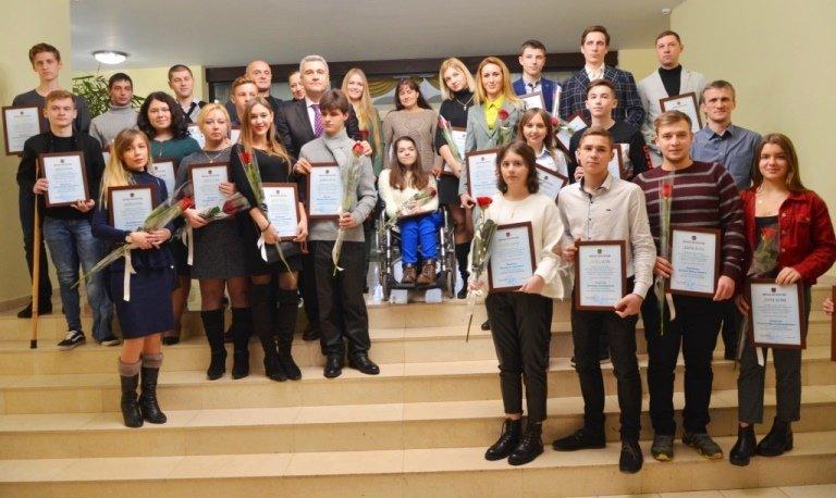 Двум молодым черноморцам вручена Премия областного совета, фото-7