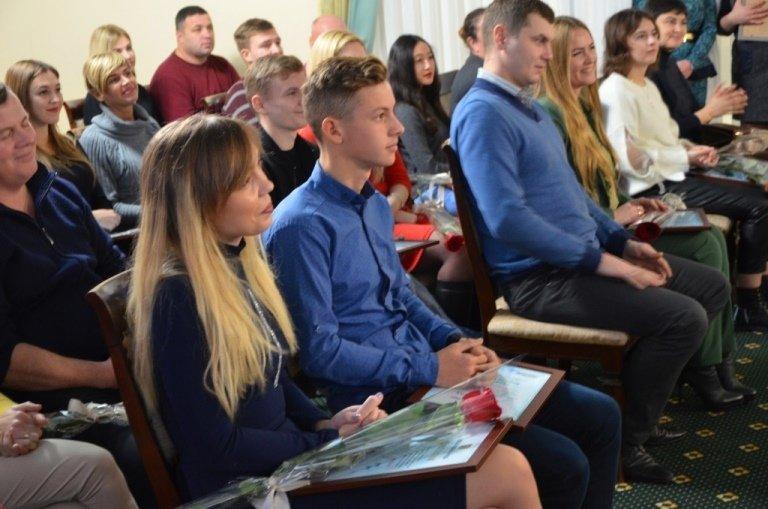 Двум молодым черноморцам вручена Премия областного совета, фото-9