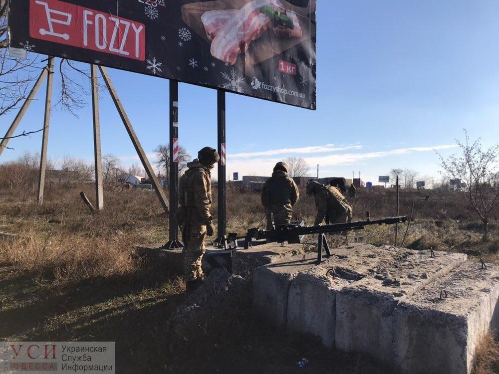 На въездах в Одессу появились военные с пулеметами и минометами , фото-1