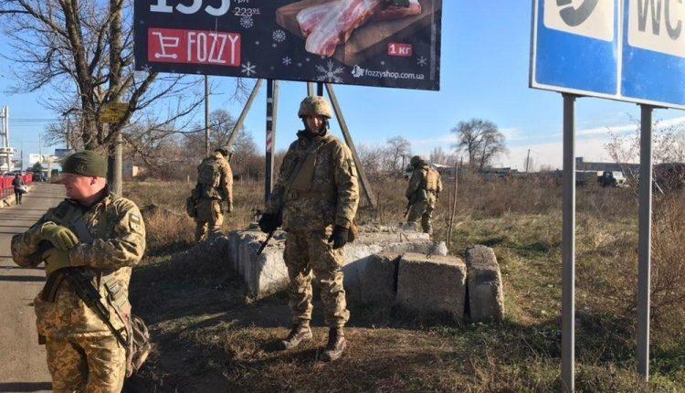 На въездах в Одессу появились военные с пулеметами и минометами , фото-5