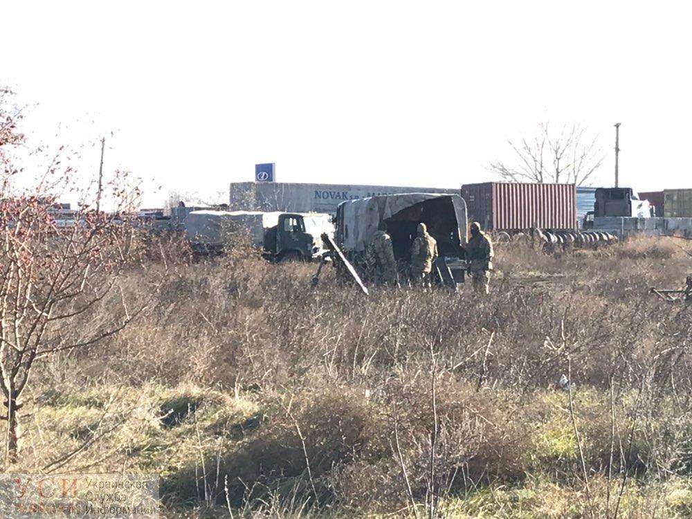 На въездах в Одессу появились военные с пулеметами и минометами , фото-4