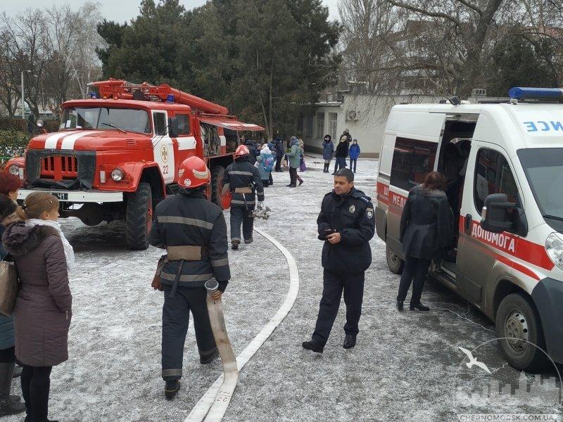 ЧП в Черноморске: четверо школьников доставлены в больницу с отравлением газом , фото-2