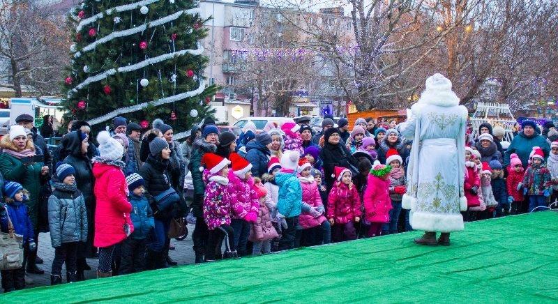 В Черноморске зажгли главную ёлку города, фото-3