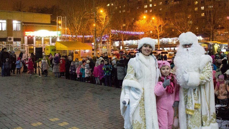 В Черноморске зажгли главную ёлку города, фото-8