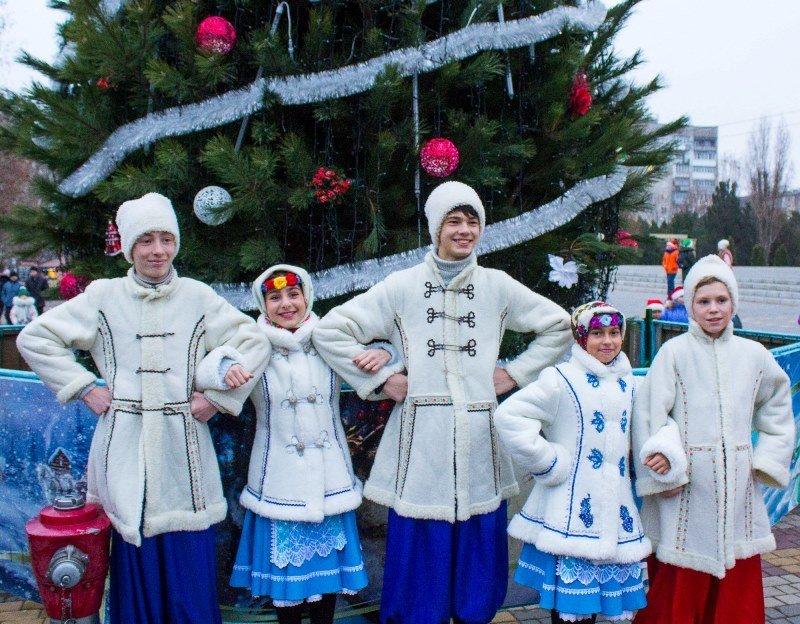 В Черноморске зажгли главную ёлку города, фото-6