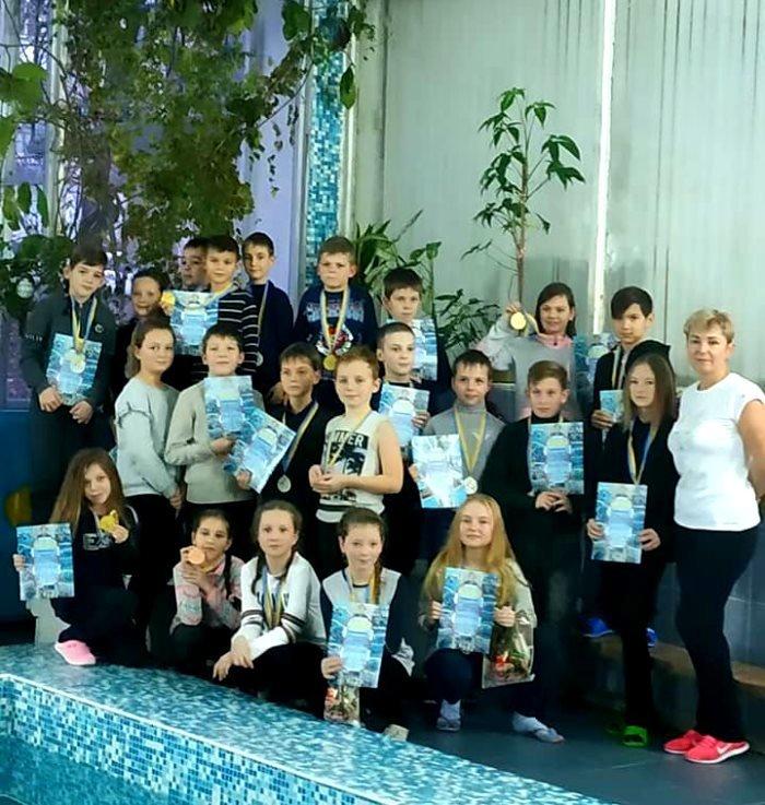 Накануне закрытия Дворца спорта «Юность» в Черноморске прошли новогодние старты, фото-1