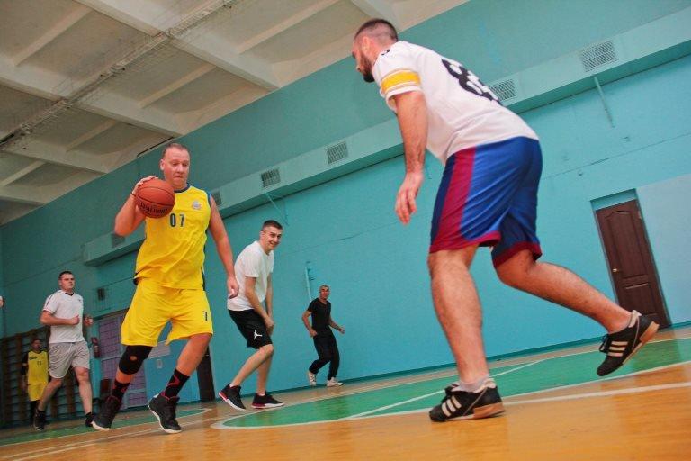 В Черноморске прошёл турнир по баскетболу, посвящённый памяти первого директора школы № 7 Фёдора Фёдоровича Цуркана, фото-1