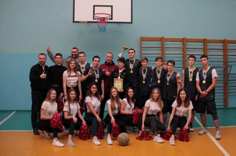 В Черноморске прошёл турнир по баскетболу, посвящённый памяти первого директора школы № 7 Фёдора Фёдоровича Цуркана, фото-2