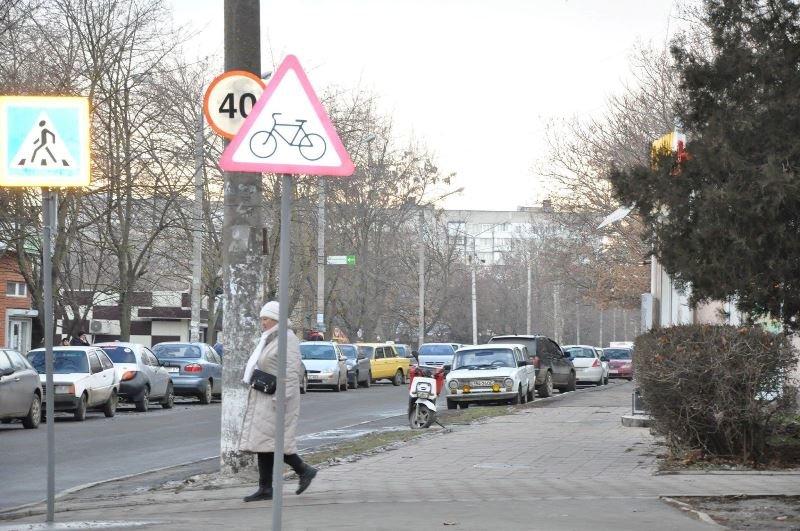 В Черноморске катастрофически не хватает парковок , фото-1