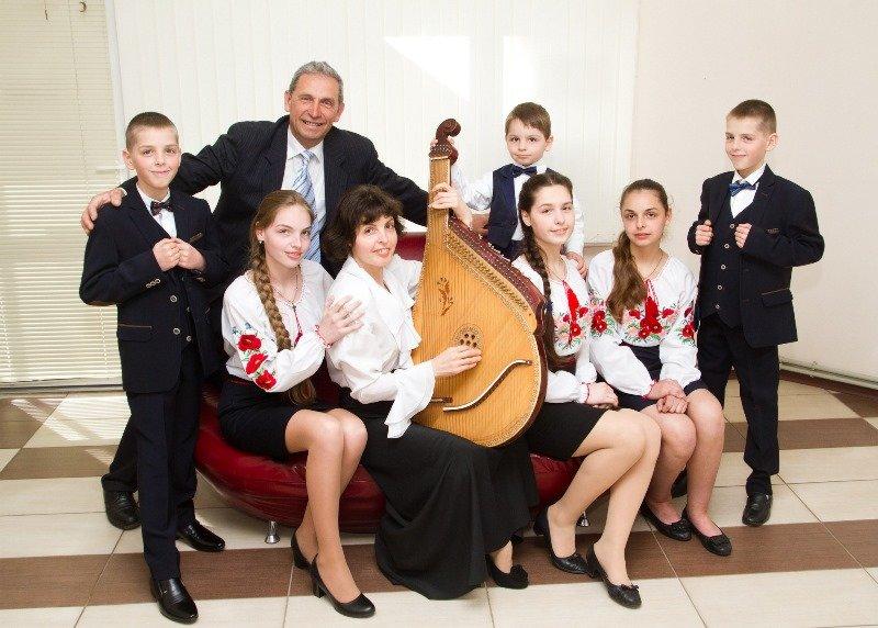 Маме шестерых детей из Черноморска присвоено звание «Мать-героиня», фото-1