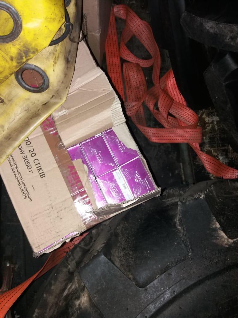 В Черноморском порту пограничники обнаружили контрабандные стики для курения IQOS, фото-1