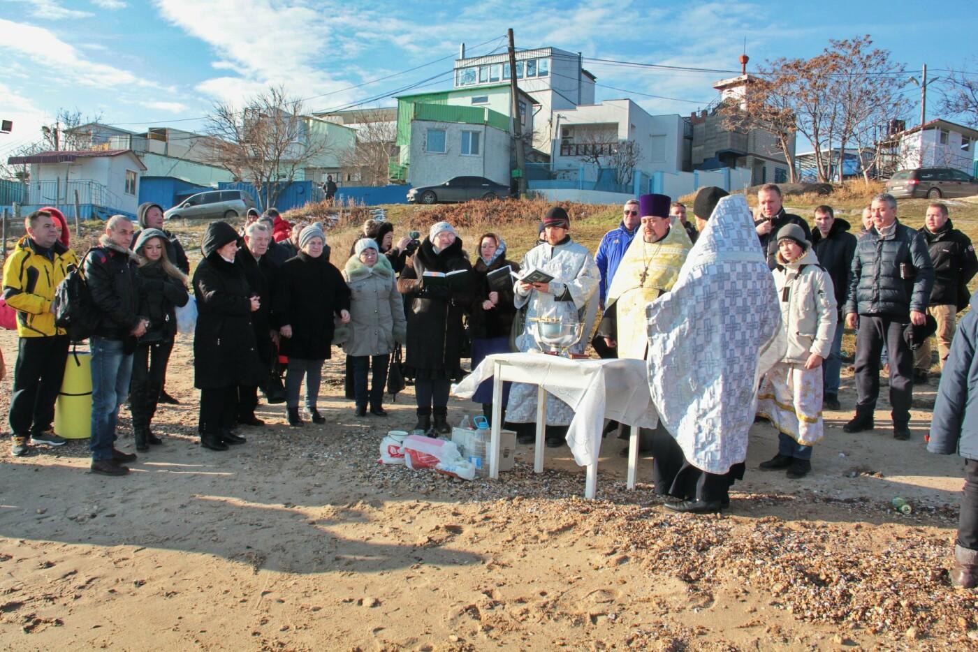 В Черноморске прошли крещенские купания, фото-1