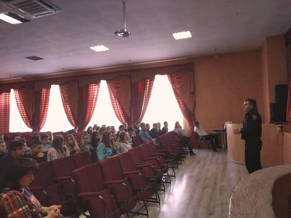 Спасатели Черноморска рассказали старшеклассникам о своей профессии, фото-1