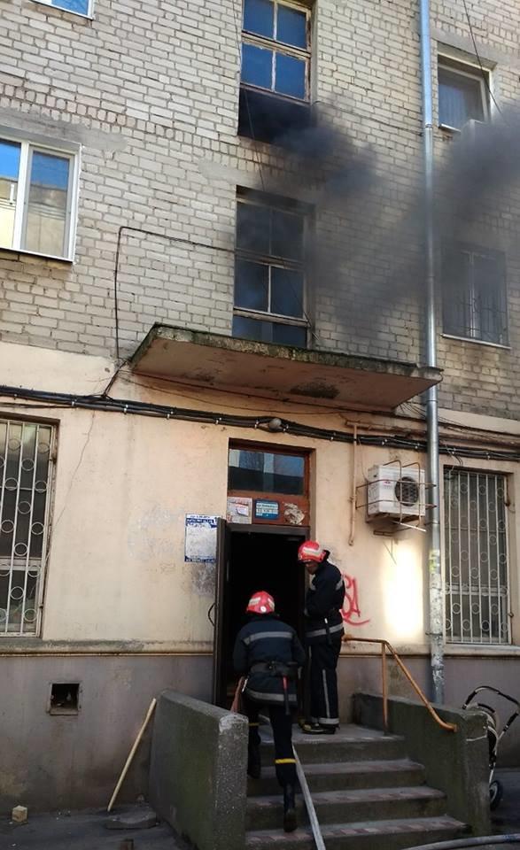 В Черноморске горели детские коляски и автомобили, фото-1