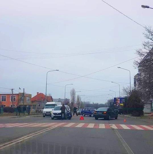 В Черноморске два автомобиля столкнулись на пешеходном переходе, фото-2