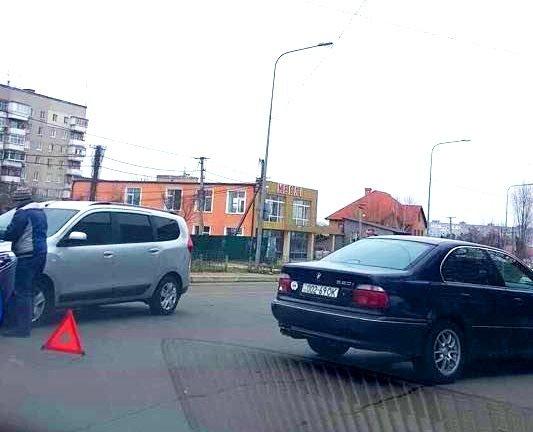 В Черноморске два автомобиля столкнулись на пешеходном переходе, фото-5