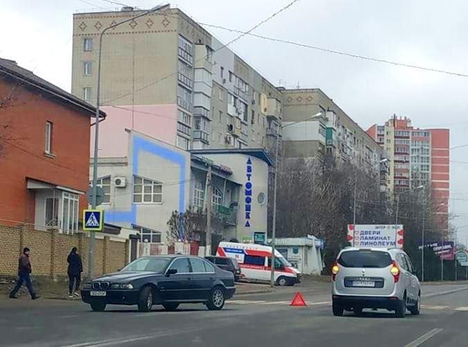 В Черноморске два автомобиля столкнулись на пешеходном переходе, фото-1