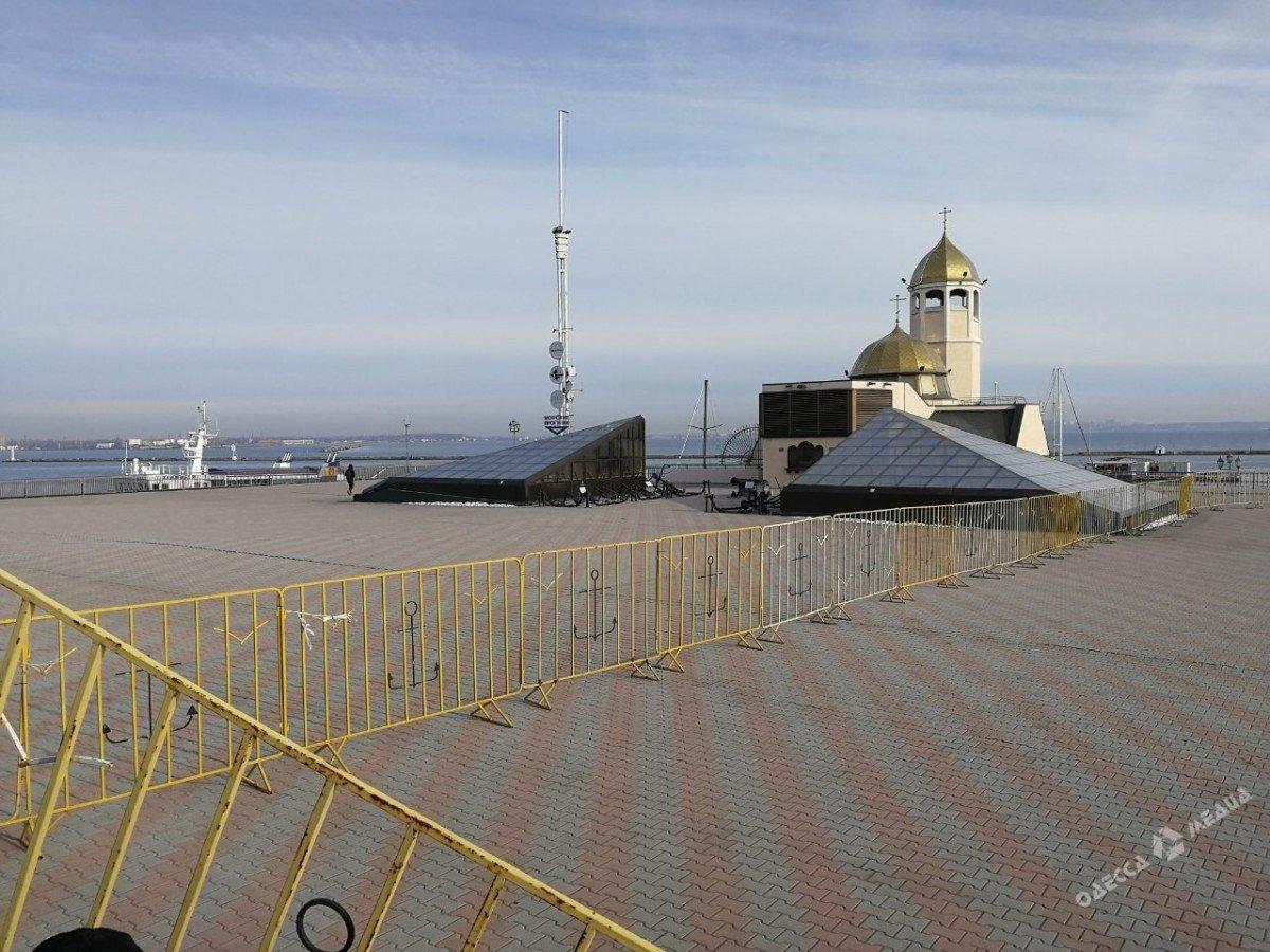 В Одессе из-за одного американца закрыли половину морвокзала (фото), фото-2
