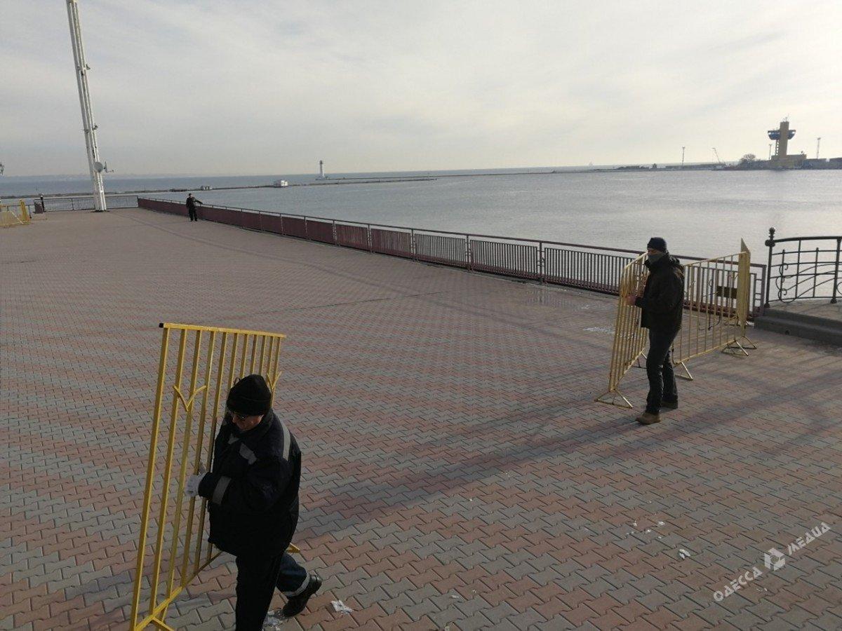 В Одессе из-за одного американца закрыли половину морвокзала (фото), фото-1