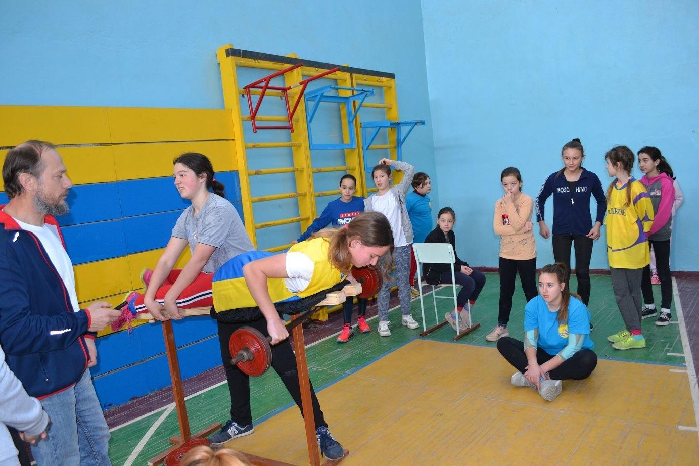В Черноморске более 100 гребцов на байдарках и каноэ соревновались за победу в физподготовке, фото-1