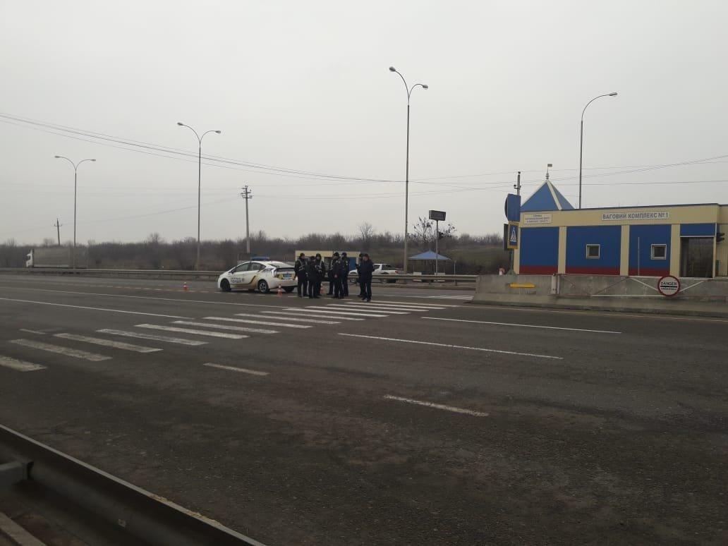 Под Одессой полиция задержала группу вооружённых молодых людей, фото-3