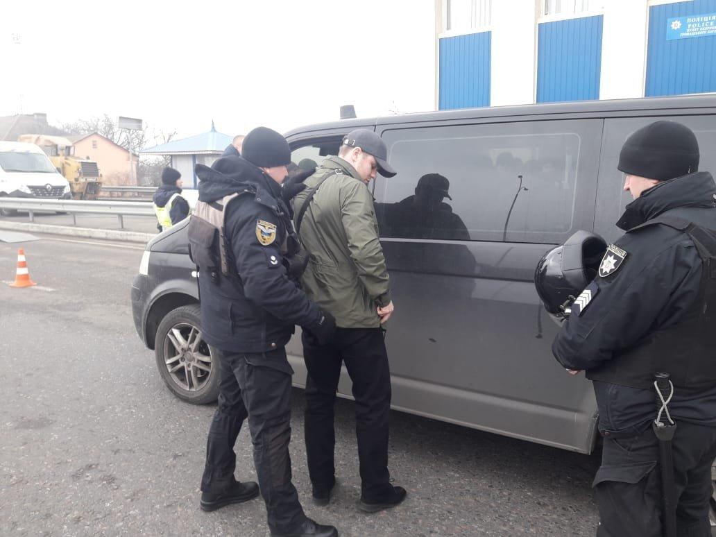 Под Одессой полиция задержала группу вооружённых молодых людей, фото-5