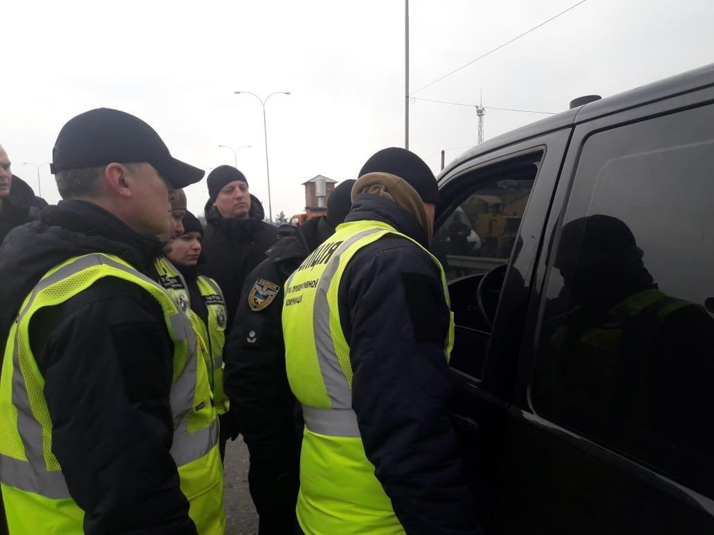 Под Одессой полиция задержала группу вооружённых молодых людей, фото-6