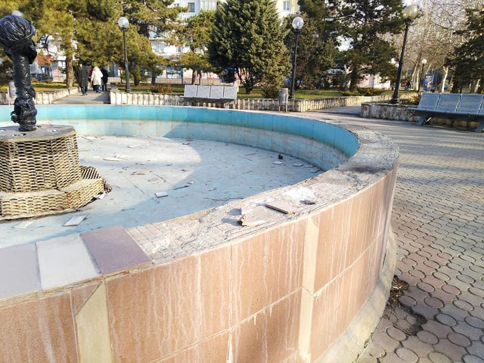 Черноморский фонтан пострадал от рук вандалов, фото-1