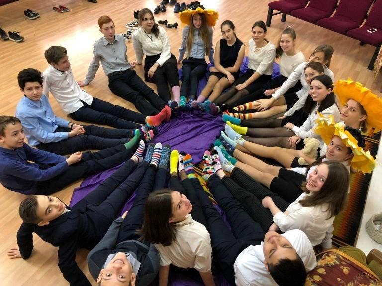 «Все на флешмоб!»:  школьники Черноморска – «солнечным детям», фото-1