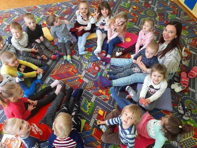 Солнечные дети Черноморска: зачем сегодня черноморцы надевали разные носочки (ВИДЕО), фото-1