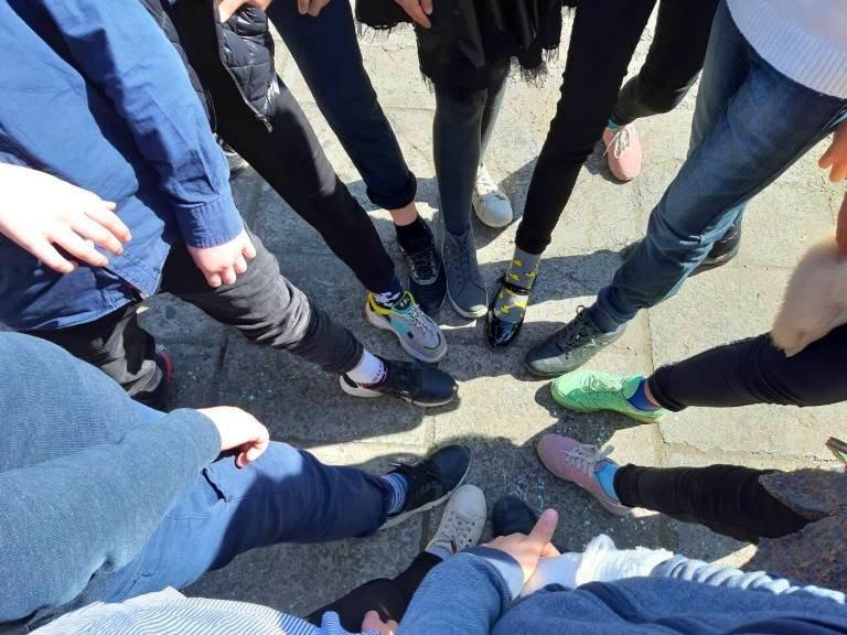 Солнечные дети Черноморска: зачем сегодня черноморцы надевали разные носочки (ВИДЕО), фото-4
