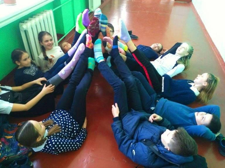 Солнечные дети Черноморска: зачем сегодня черноморцы надевали разные носочки (ВИДЕО), фото-2